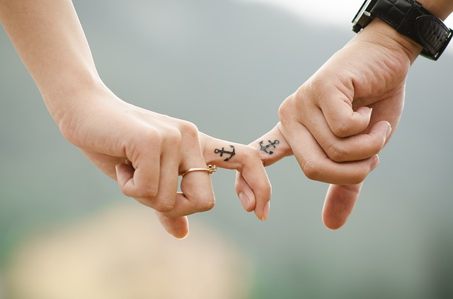 Top 3 Valentine Day Gifts for the Traveller in Your Life even when you're holding hands