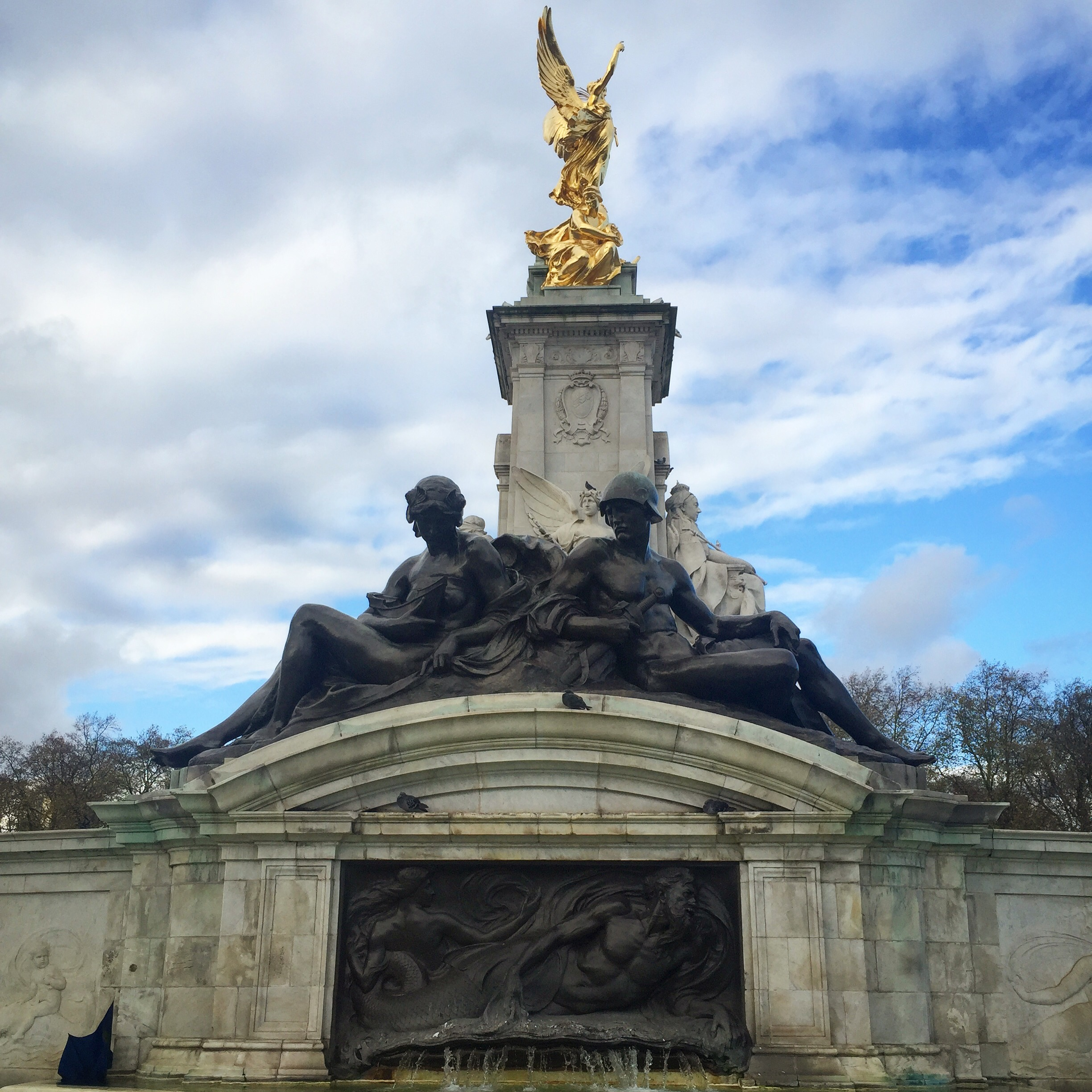 Queens Memorial London || Traveling Honeybird