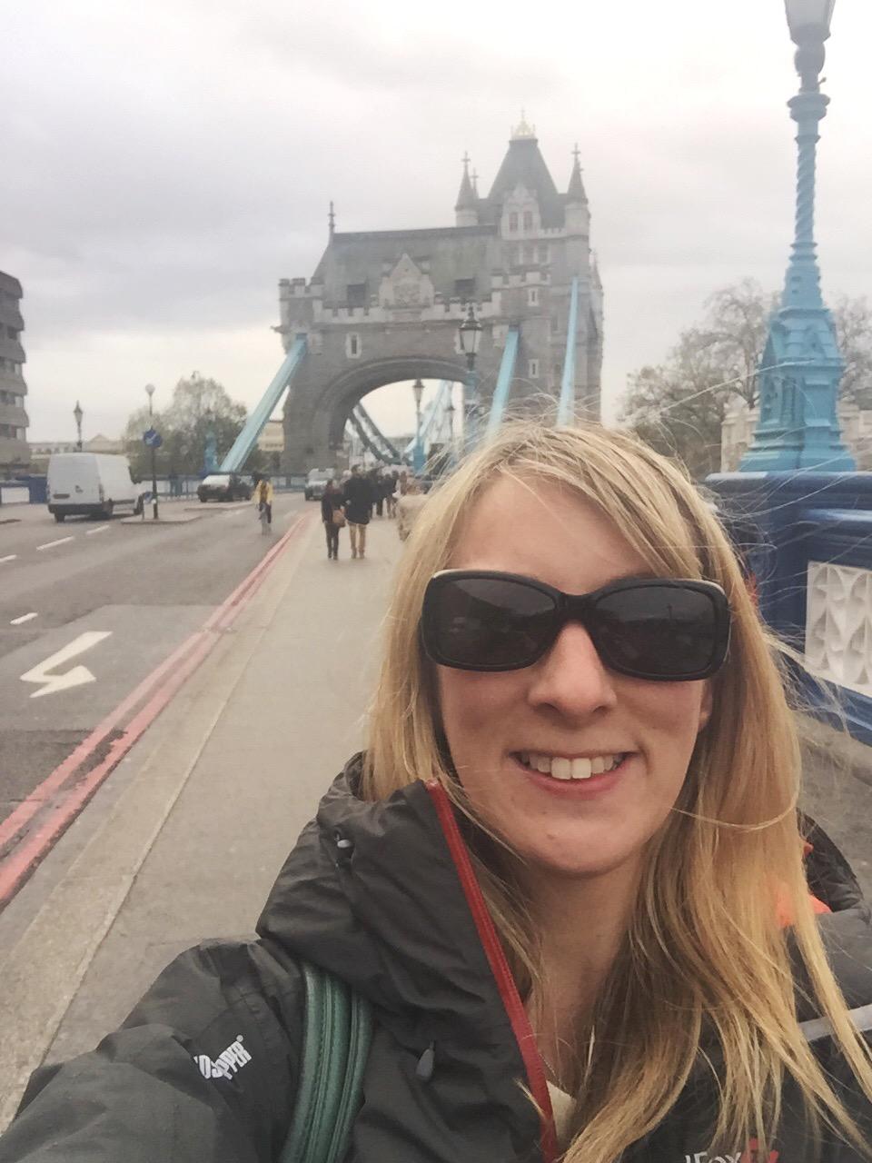 London Selfie || Traveling Honeybird