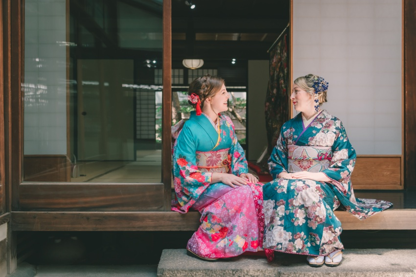 Jean and Brittany sitting in kimono