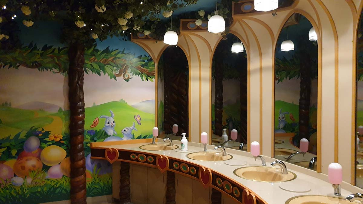 The toilets at Sanrio Puroland Tokyo are vey cute